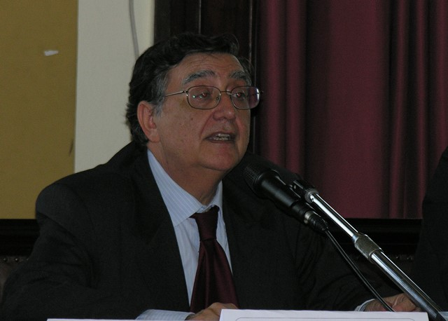 Il Prof. Angelo Sindoni mentre svolge la sua Lectio Magistralis.